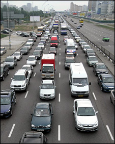 The main road to Kiev airport becomes a vast traffic jam twice a day
